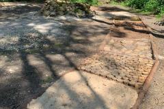 Soumarské Bosiště - různé povrchy - štěrk, piliny, kůly,...