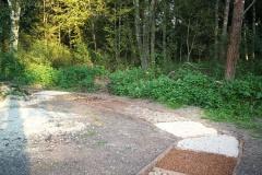 Soumarské Bosiště - různé povrchy - šišky, štěrk, kameny,...